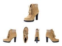 Kvinnors skor på en vit bakgrund, bruntskor, mockaskinn startar Sp Arkivbild