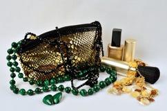 Kvinnors smycken, dofter och skönhetsmedel Arkivfoton