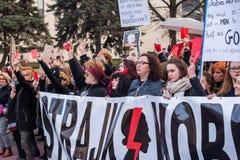 Kvinnors Strajk Kobiet för protest` ` på kvinnas dag mot den polska regeringen PIS Fotografering för Bildbyråer