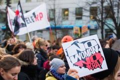 Kvinnors Strajk Kobiet för protest` ` på kvinnas dag mot den polska regeringen PIS Arkivbilder