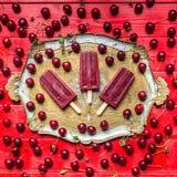 Kwaśnej wiśni popsicles fotografia royalty free