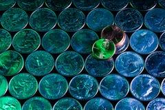 Kwade groene stuiver over koele blauwe kwarten die ontwerp interesseren Royalty-vrije Stock Afbeeldingen