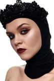 Kwade mooie Koningin met zwarte Kroon royalty-vrije stock afbeeldingen