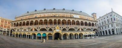 Kwadrat Erbe, widok na Palazzo della Ragione, Padova, Włochy Obraz Royalty Free
