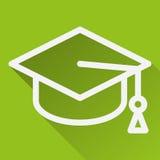 Kwadratowa ikona z wizerunkiem akademicka nakrętka, odosobnionym na zieleni Fotografia Stock