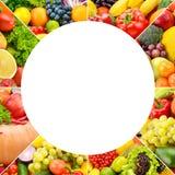 Kwadratowi ramowi owoc i warzywo oddzielający wykładają na w zdjęcie royalty free