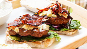 Kwadratowy hamburger Zdjęcia Royalty Free