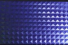 Kwadratowy ostrosłupowy błękit obdzierająca deseniowa tekstura iluminująca neonowa klingeryt łuna Obraz Stock
