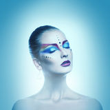 Kwadratowy zimn brzmień portret plciowa kobieta z zamkniętymi oczami i Zdjęcie Royalty Free
