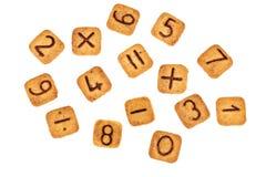 Kwadratowych ciastek Kwadratowi ciastka z czekoladowymi liczbami i mathema zdjęcia royalty free