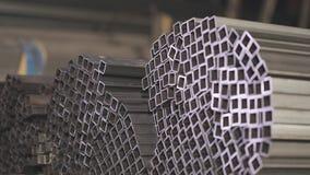 Kwadratury stali profilu drymba, metal skal Czysty, metalu magazyn, metalu profil brogujący w rzędach zbiory