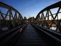 Kwae-Fluss nach Sonnenuntergang Stockfotos