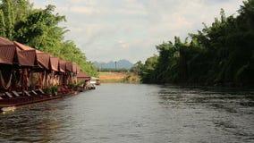 Kwai河英尺长度射击了,当漂流时 北碧,泰国 股票视频