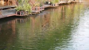 Kwai noi rzeka z tratwa kurortem zdjęcie wideo