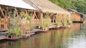Kwai noi rzeka z tratwa kurortem zbiory wideo