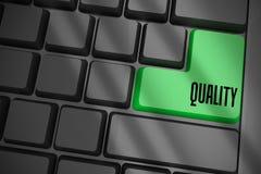 Kwaliteit op zwart toetsenbord met groene sleutel Royalty-vrije Stock Afbeeldingen