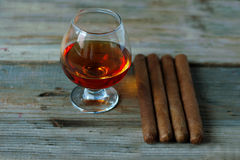 kwaliteitssigaren en cognac Royalty-vrije Stock Foto