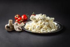 Kwark met Tomaten en Paddestoelen royalty-vrije stock afbeeldingen