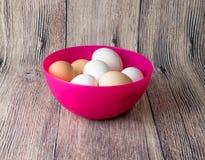 Kwartelseieren en kip voor het feest van Pasen voor het kleuren Royalty-vrije Stock Foto's