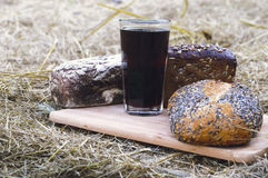 Kwas en brood op een houten raad Royalty-vrije Stock Foto