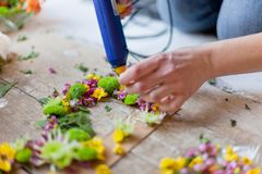 Kwiaciarnia robi kwiat dekoraci zdjęcie stock