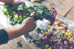 Kwiaciarnia robi kwiat dekoraci obrazy stock