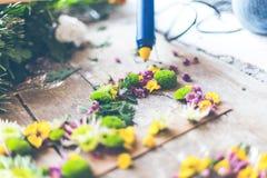 Kwiaciarnia robi kwiat dekoraci zdjęcia stock