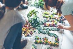 Kwiaciarnie robi kwiat dekoraci fotografia stock