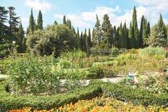 Kwiatów łóżka w nikitsky ogródzie botanicznym, Yalta Zdjęcie Royalty Free
