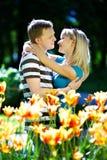 kwiatów dziewczyny kochanka mężczyzna czerwieni kolor żółty Zdjęcie Royalty Free