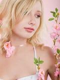 kwiatów dziewczyny menchie Fotografia Stock