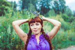 kwiatów dziewczyny wianek Fotografia Royalty Free