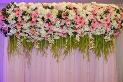 Kwiat dekoruje tło Zdjęcia Royalty Free