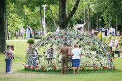 Kwiat instalacja przy Bundek parkiem Obraz Stock