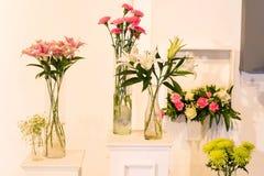 kwiat w szklanym garnku dla ślubnego wnętrza Obrazy Stock