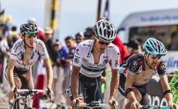 骑自行车者米哈拉佩带白色泽西的Kwiatkowski 库存图片