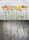 Kwiatu ściana z cegieł Drewniany tło obraz stock