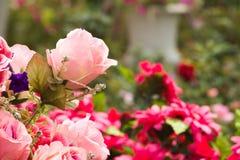 Kwiatu bukiet układa dla dekoraci w ogródzie Obrazy Royalty Free