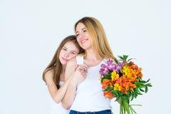 Kwiatu bukieta prezenta matki córki kochająca rodzina Obrazy Royalty Free