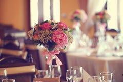 Kwiatu bukieta stołu ornament Obrazy Stock