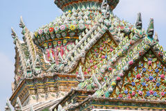 Kwiatu dach. Czerep królewiątko pałac w Bangkok Obraz Stock