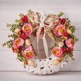 Kwiatu dekoracyjny wianek dla dekorować wnętrze Projektant dekoracja dla drzwi lub domu Zdjęcia Royalty Free
