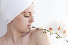 kwiatu dziewczyny biel Zdjęcie Royalty Free