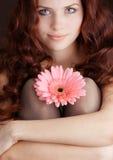 kwiatu dziewczyny obsiadanie Obraz Royalty Free