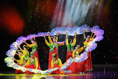 Kwiatu fan taniec ---Koreański taniec Obrazy Royalty Free