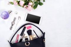 Kwiatu pachnidła zegarka bransoletki telefonu komórkowego torebki kosmetyki obraz stock