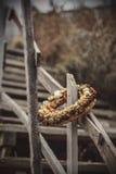 Kwiatu pierścionek na schodkach plaża Obrazy Royalty Free