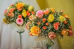Kwiatu przygotowania dla świątecznego wydarzenia 1 fotografia royalty free