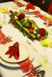 Kwiatu przygotowania na boże narodzenie stole Obrazy Royalty Free