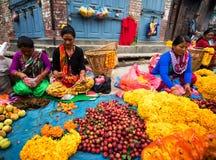 Kwiatu sprzedawca w Nepal Zdjęcie Royalty Free